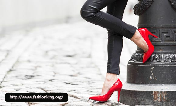 How To Walk  The Gracious By Using High Heels