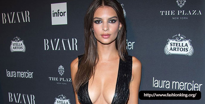 Emily Ratajkowski is Famous As a Sexy Model And That's Her Trend Style