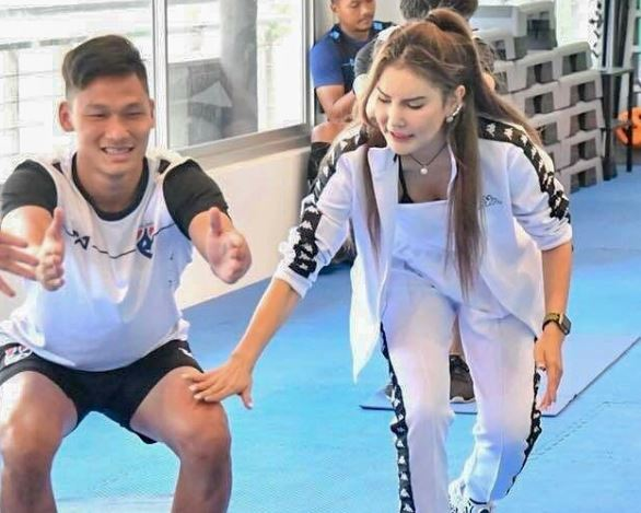 Keeper Timnas U-19 Thailand Awesome With Fitness Instructor